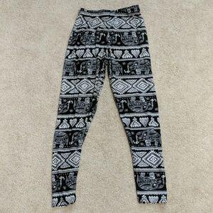 ❤️One Size black & white elephant pattern leggings